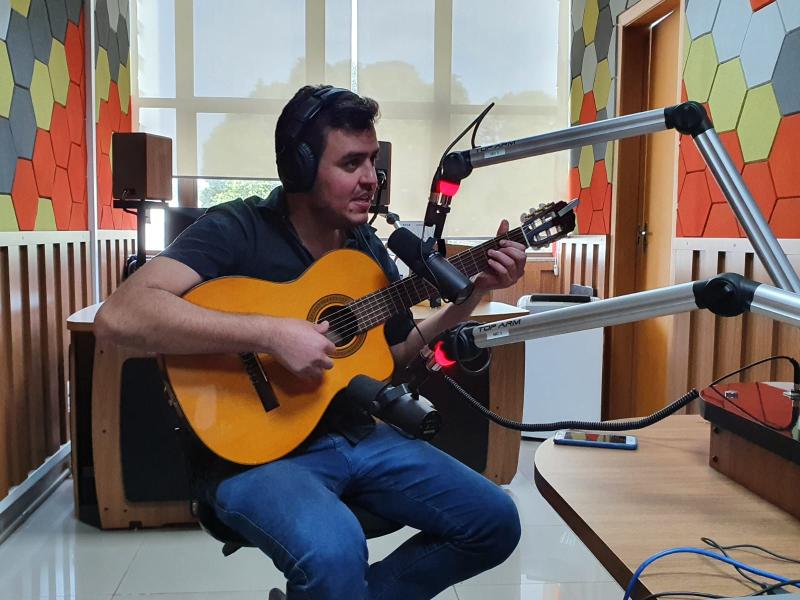 ÁUDIO: Amor no Bico é o mais novo sucesso de Rojan Gabriel, convidado do Faixa 103