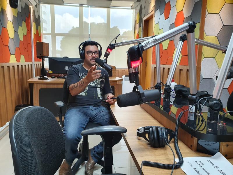 ÁUDIO: Bombeiro e músico, Nílson Junior falou sobre dupla jornada na Rádio Câmara