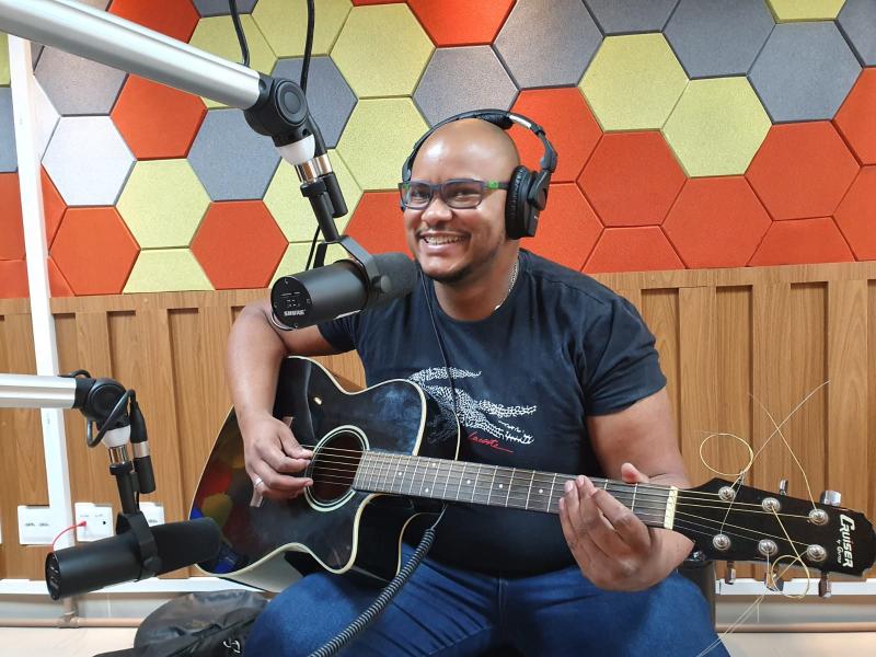ÁUDIO: Campeão de pedidos na Rádio Câmara, Mateus Coeli foi entrevistado no Faixa 103